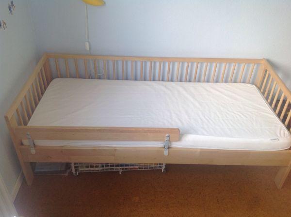 Kinderbett von Ikea mit Lattenrost und Matratze gebraucht kaufen  55122 Mainz