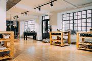 Ausgestatteter kreativer Workshopraum Atelier Eventraum