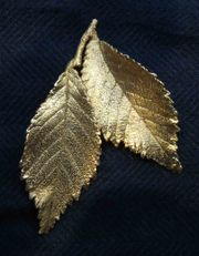 Vergoldete Blätter als