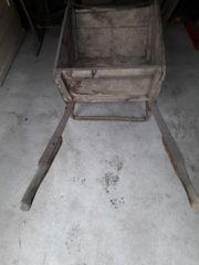 antiker Holzschubkarren für