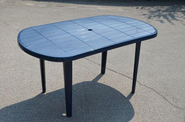 Gartentisch, blau, Kunststoff, stabil, gebraucht, aber sehr gut! in ...