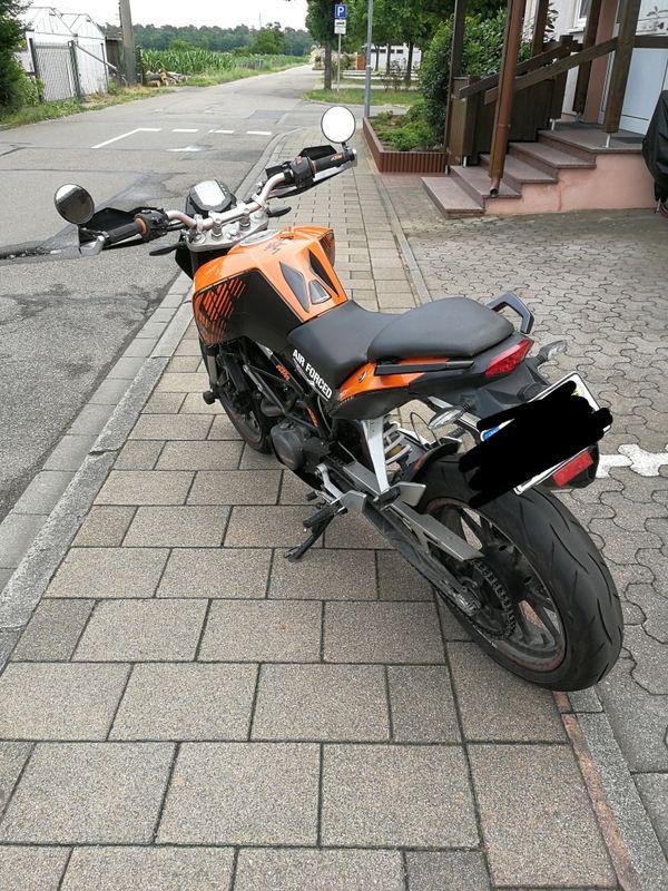 Duke125 - St Leon-rot St Leon - Duke 125 CCM, BJ 10/2012, orange schwarz, 30000km. Sportauspuff. Die Duke hat meine Tochter noch nie im Stich gelassen. - St Leon-rot St Leon